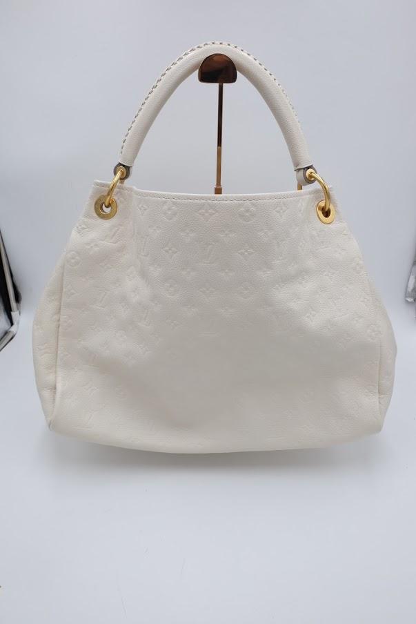 【ルイヴィトン(Louis Vuitton)】白いバッグの汚れを綺麗にする【修理に出すきっかけ】